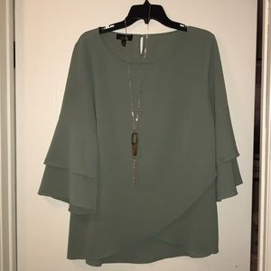 Green long sleeve with necklace shirt size XL